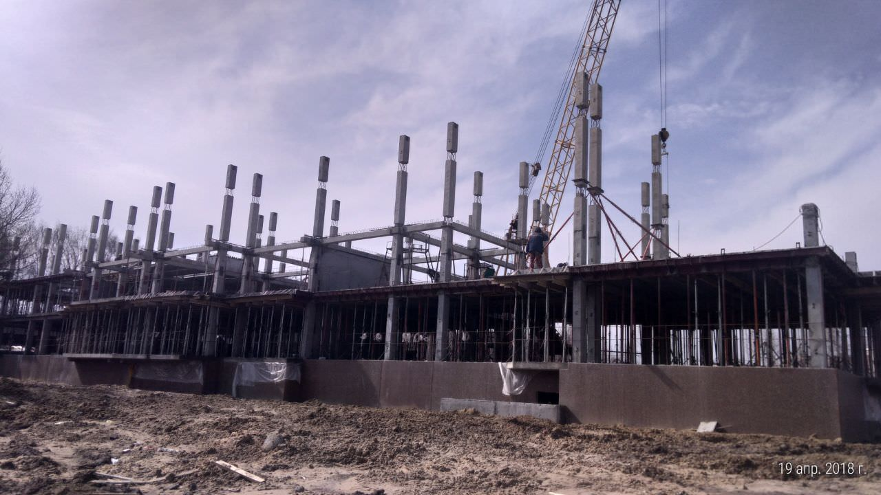 korpus 10 . - Дом 10 - Завершается установка и обвязка колонн второго и третьего этажей в секции 2