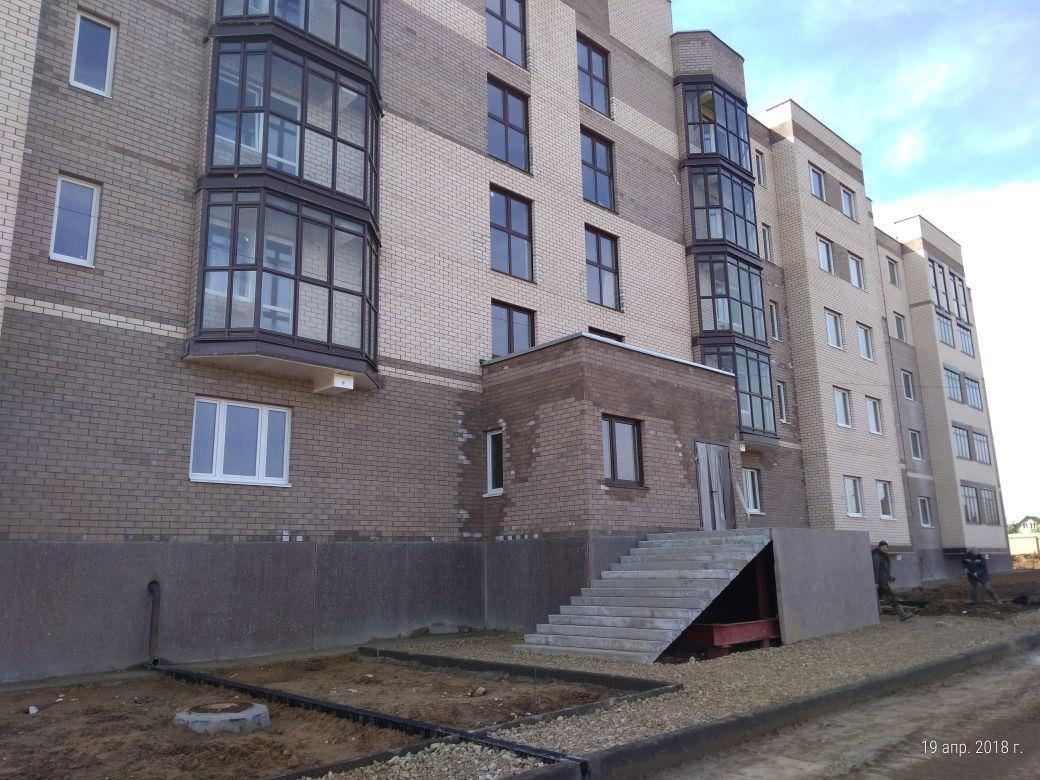 korpus 6 s 3 ukladka bordyurnogo kamnya - Дом 6 - Вокруг секции 3 укладывается бордюрный камень, разбивается пешеходная дорожка