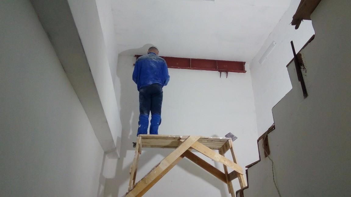 korpus 1 s 2 mop - Дом 1 - Начаты работы по оштукатуриванию МОПов в секции 1