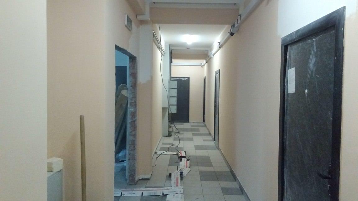 korpus 1 s 2 . okras mopov - Дом 1 - в секции 2 производятся работы по окрасу стен МОПов и лестничных пролетов