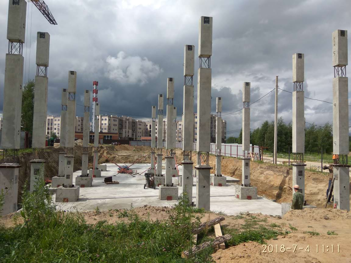 korpus 8 s 3 - 4 июля 2018 / Дом 8 - Устанавливаются несущие колонны цокольного и первого этажей