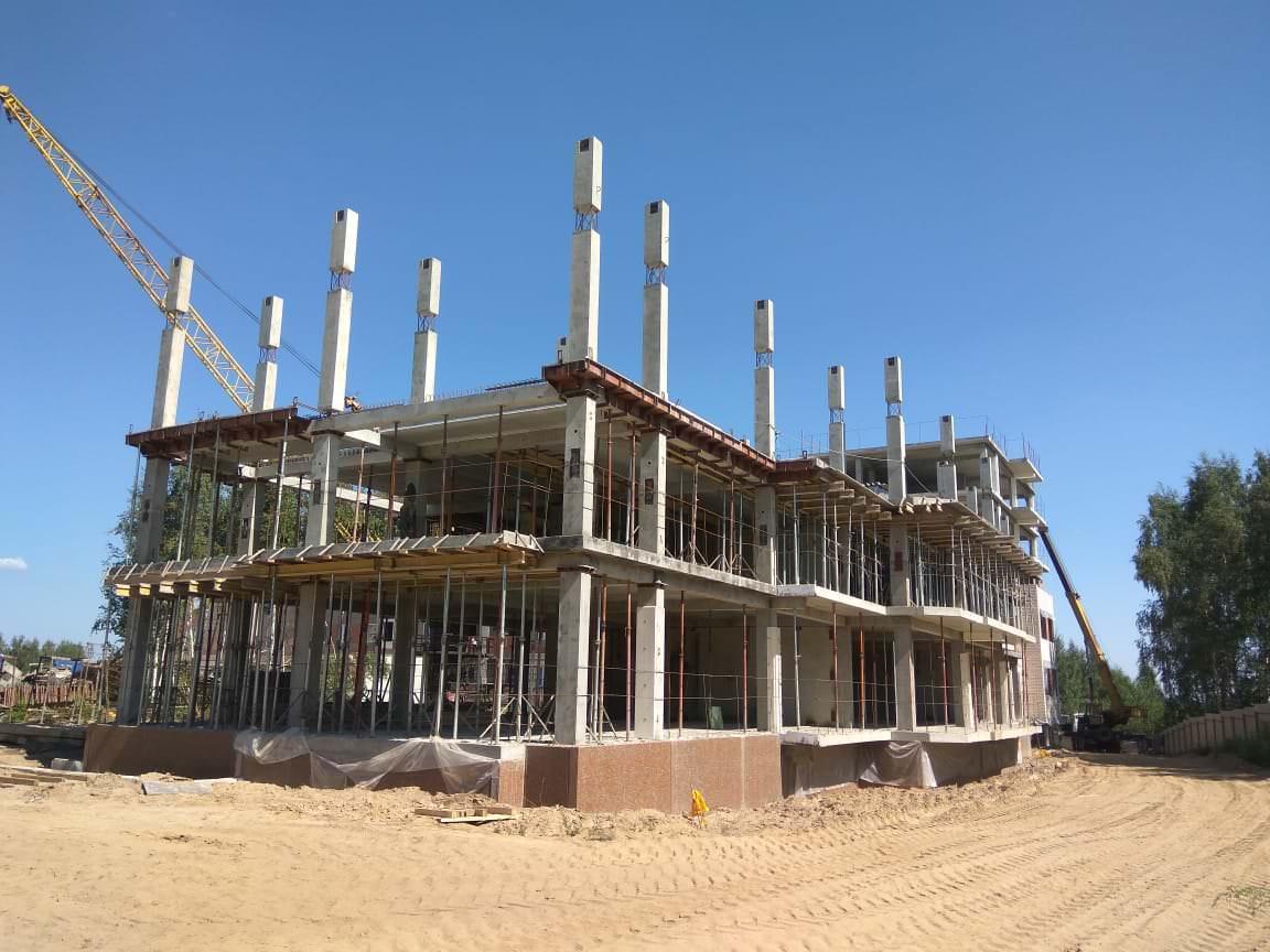 korpus 10 s.1 - 3 августа 2018 / Дом 10 - В секции 1 производится монтаж колонн 3-го и 4-го этажей