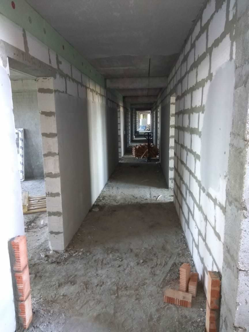 korpus 10 podgotovka sten - 6 сентября 2018 / Дом 10 - В МОПах производятся работы по оштукатуриванию стен