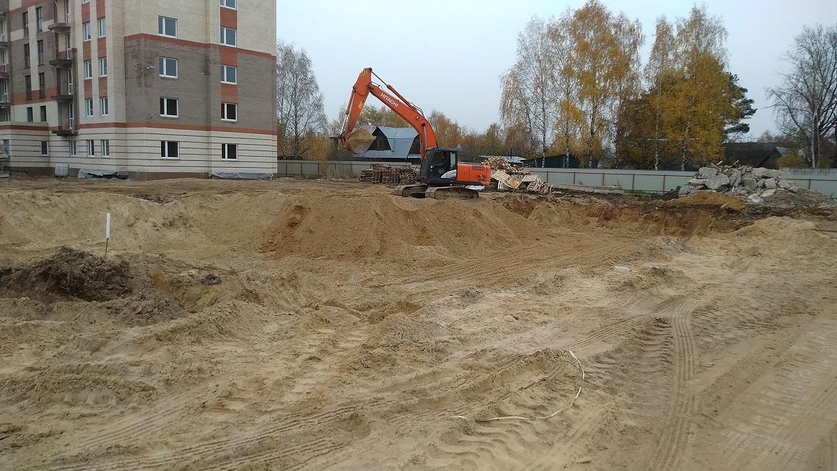 korpus 11 - Дом 11 - Начата выработка грунта под котлован