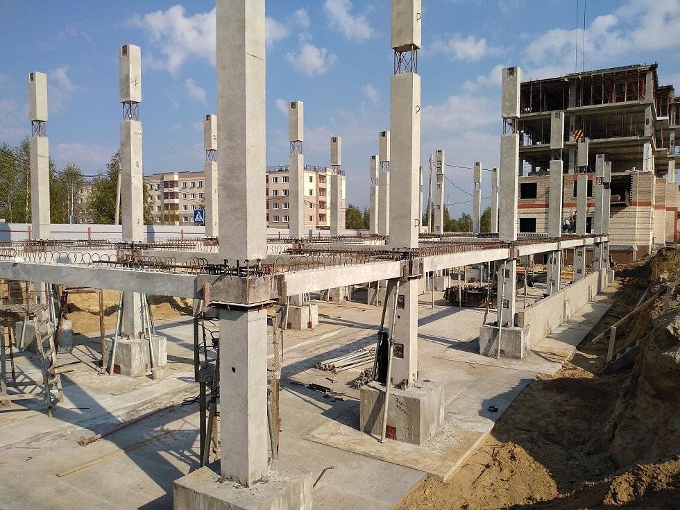 korpus 7 - Дом 7 - Установлены несущие колонны цокольного и 1-го этажей