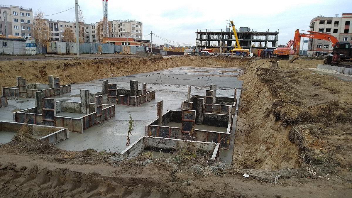 korpus 9 - Дом 9 - Продолжается выработка грунта под котлован для производства фундаментных работ