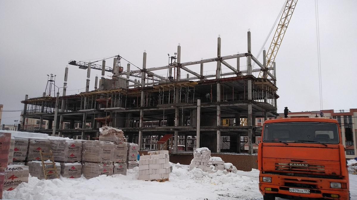 korpus. 9 - Дом 9 - Установлены несущие колонны 4-го и 5-го этажей